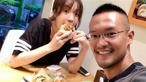 蔡淑臻與名醫謝明儒。(圖/翻攝自臉書)