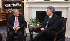 賈德納、周文重 圖翻攝自賈德納官網 https://www.gardner.senate.gov/newsroom/press-releases/gardner-meets-with-chinese-leaders