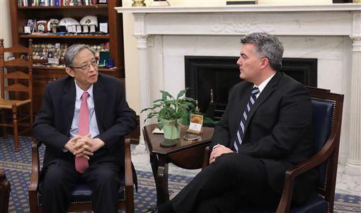 賈德納、周文重圖翻攝自賈德納官網https://www.gardner.senate.gov/newsroom/press-releases/gardner-meets-with-chinese-leaders