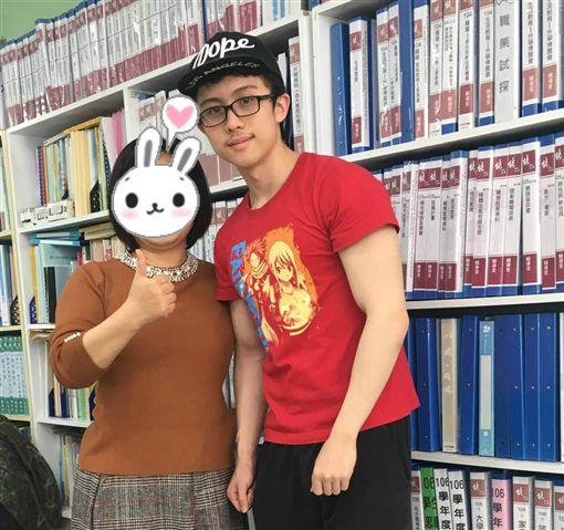 孫安佐和老師合照/臉書
