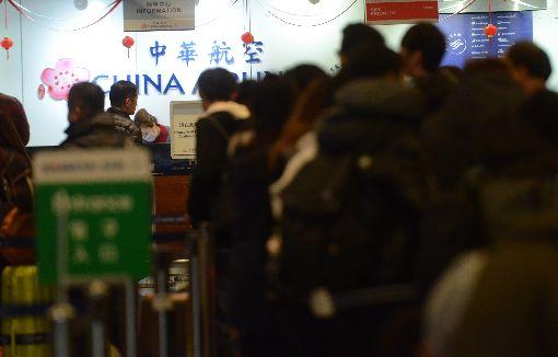 華航罷工影響  桃機13日取消24架次(2)華航機師罷工第6天,桃園國際機場公司13日表示,根據最新資料顯示,桃機今天受影響的華航班機共計有24架次取消,影響旅客總計3711人。中央社記者邱俊欽桃園攝 108年2月13日