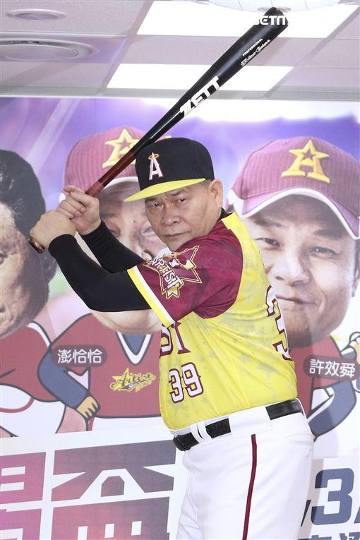 「台灣閃亮之星」棒球聯隊澎恰恰、白雲、Nono、黃鐙輝、叫賣哥、「中華民國職棒退役聯盟」黃平洋、羅世幸圖/記者林士傑攝影