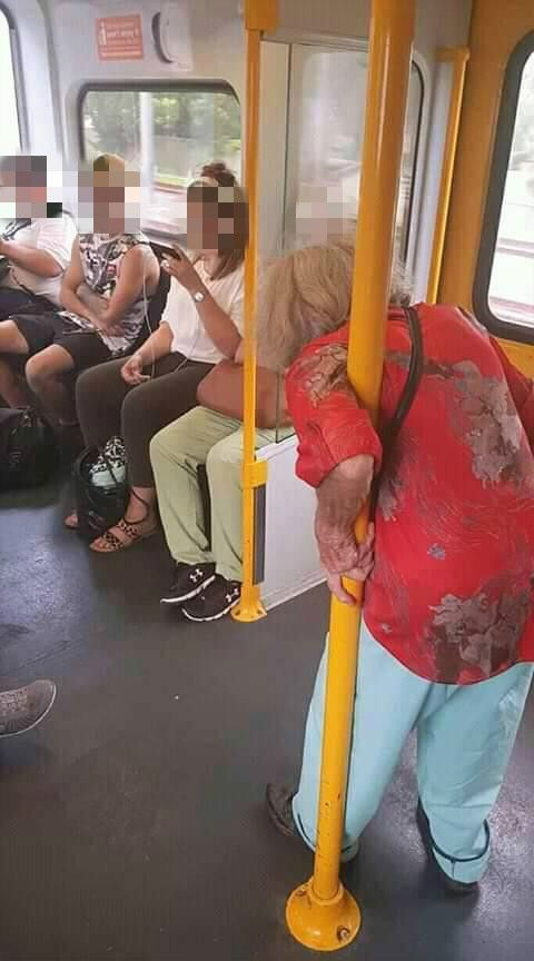 雪梨,火車,讓座,烏龍(圖/翻攝自臉書)