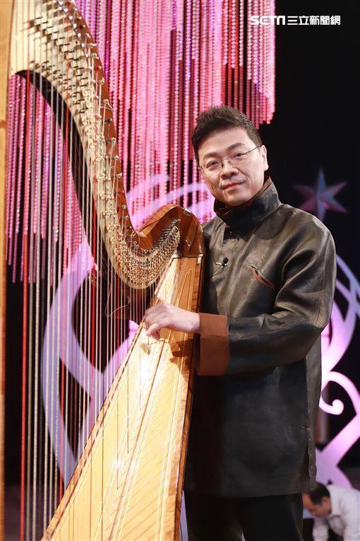 「灣聲樂團」音樂總監李哲藝、電腦教父施振榮夫婦《台灣的聲音》圖/民視提供