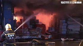 暗夜惡火燒林園五金行 瓦斯罐頻頻爆炸