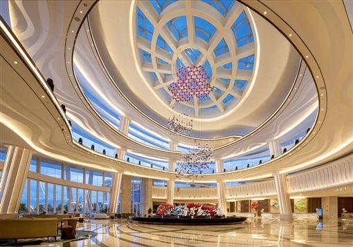 ▲設計簡單大方的飯店大廳,是賞海景的絕佳地點。(圖/鳳凰旅遊)