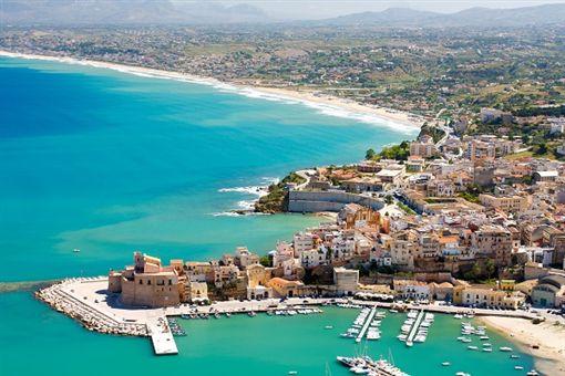 4 西西里shutterstock_62782384(Aerial view of Castellamare del Golfo in Sicily,Italy).jpg