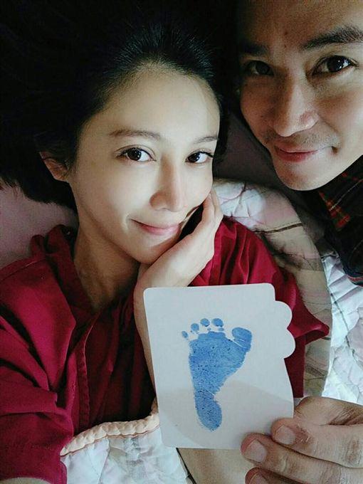 吳懷中、老婆小龜圖/翻攝自臉書
