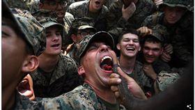 甚麼都吃!美泰兩國聯合軍演 美軍體驗吞蠍子、飲蛇血(圖/翻攝自每日郵報)