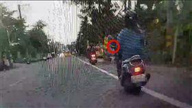 屏東,單手騎車,危險駕駛,高雄,檢舉,開罰,申訴,罰單。翻攝畫面