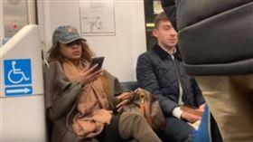 「不要噁心的人坐旁邊」 女子拿包包佔位惹眾怒(圖/翻攝自New Jersey 101.5 YouTube)