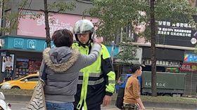 台北,大安,明曜百貨,嗆警,強制送醫,保護管束。呂品逸攝