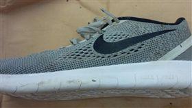 幽靈腳,斷腳,加拿大,海岸,尋獲,鞋款,Nike,失蹤人口 圖/翻攝自推特