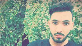 醫科小鮮肉公開出櫃 慘遭割喉狠殺留血書:「他是同性戀」(圖/翻攝自Assil Belalta臉書)