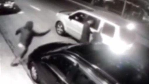 美國紐約皇后區法拉盛華裔男遭槍殺。(圖/翻攝YouTube)