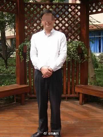 狼師「撸腿摸臀」多名國中妹 校方拒絕開除:老師很缺欸!圖/翻攝自微博