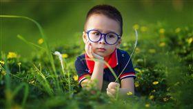 智慧型手機, 3C產品,孩童,眼睛,大腦 (圖/取自Pixabay)