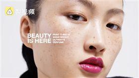 ZARA新彩妝產品的宣傳照引發中國網友不滿(圖/翻攝自梨視頻)