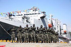 海軍營區開放 陸戰隊員磐石艦前演出