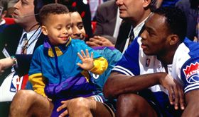 NBA/復古外套!柯瑞重現3歲萌樣 NBA,2019全明星,三分球大賽,Stephen Curry 翻攝自推特
