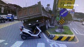 曳引車自撞1800