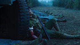 40年前的今(17)日,中國與越南曾爆發歷時1個月的中越戰爭,孰勝孰負迄今未有定論,當年的參戰老兵也因爭取福利,由英雄變成維穩對象。跟電影《芳華》主角一樣,身分因著「政治」而逐流。(圖/翻攝自TGHFF YouTube)