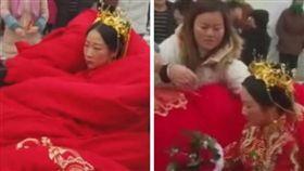 下雪裹大紅棉被出嫁 新娘臉比晚娘還臭/梨視頻