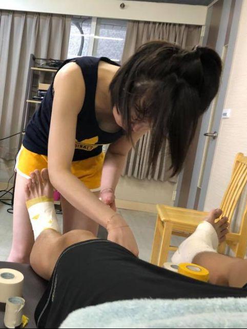 太辣!正妹女醫師曬豪乳 網友:該復健了(圖/翻攝自劉必涵臉書)