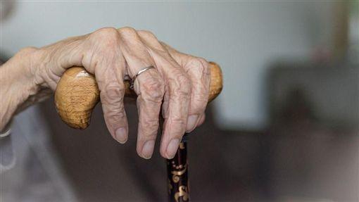 68歲婦病逝!兒「冰櫃藏屍」爽領10萬養老金…下場超慘