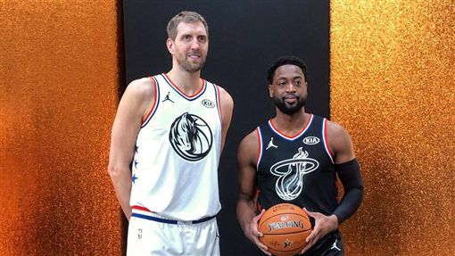 Dirk Nowitzki和Dwyane Wade。(圖/翻攝自NBA官方推特)