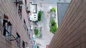 高雄三民區「自殺大樓」。(示意圖/翻攝自靈異公社)