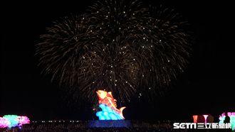台灣燈會亮了!絢麗煙火點亮屏東夜空