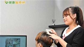 頭髮稀疏可以擦藥、吃藥或植髮治療,然而不管何種療程,保養頭皮健康都是當務之急。