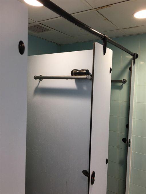 公共浴室,淋浴,餘溫,飛機杯,洩慾器(圖/翻攝自連登討論區)
