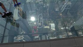 世界最大玻璃地板! 俯瞰曼谷拚膽量