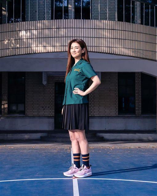 Selina重返校園穿制服。(圖/翻攝字SelinaIG)