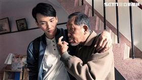 曹晏豪自認逗老人有一套。(圖/威視電影提供)