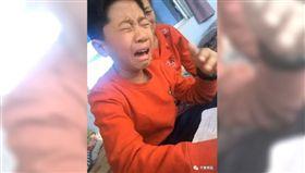 大陸/男童用「這筆」寫作業 快寫完字全消失崩潰爆哭(圖/翻攝自齊魯晚報)