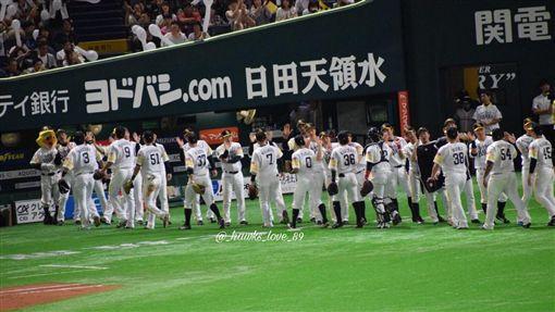 ▲日商軟銀2005年收購大榮鷹改名軟銀鷹。(圖/翻攝自推特)