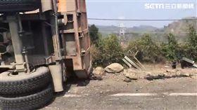 國6砂石車翻覆、駕駛傷重不治
