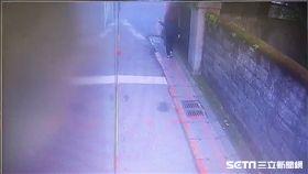 文化大學張姓女學生遭輾斃,行車紀錄器清楚拍下車禍過程(翻攝畫面)