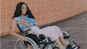 胸部以下無知覺!穿鼻環遭感染 20歲巴西正妹終生坐輪椅 圖/翻攝ig