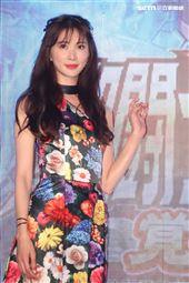 台灣第一名模林志玲身著一襲紅、藍、金色花朵洋裝出席手遊代言活動,親揭春晚內幕「腳都在發抖」。(記者邱榮吉/攝影)