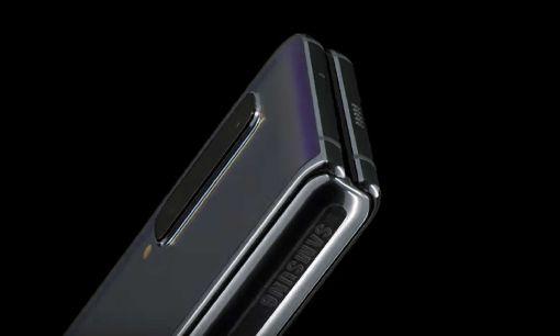 三星首款摺疊機亮相  厚度17mm三星發表全球首款摺疊手機Galaxy Flod,當Galaxy Flod摺疊起來時,厚度為17mm,展開時,厚度為6.9mm。(取自三星官網)中央社記者江明晏傳真  108年2月21日