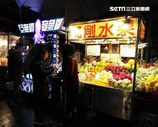 士林夜市,現切水果,遊客,朱學恒,坑殺,觀光客,水果攤圖/臺北市法務局