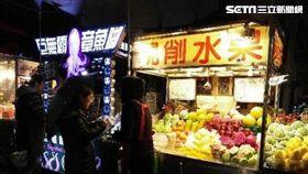 士林夜市,現切水果,遊客,朱學恒,坑殺,觀光客,水果攤 圖/臺北市法務局
