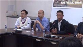 高雄市長韓國瑜今(21)日與民進黨立委許智傑、高雄市議員陳致中,出席二二八72週年記者會。新聞台