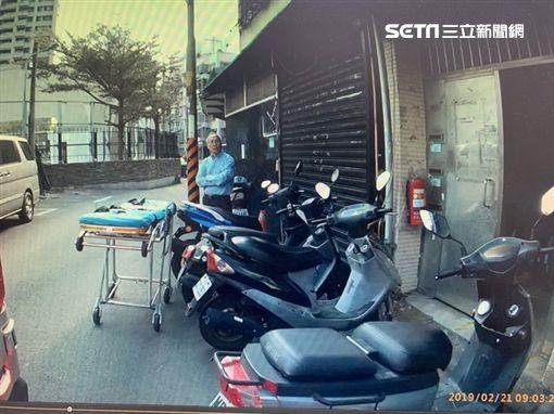 台北市蔡姓汽車零件回收場老闆遭前員工砍殺5刀(翻攝畫面)
