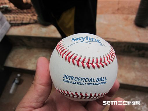 ▲韓國職棒2019年使用球。(圖/記者蕭保祥攝影)
