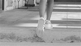 女童、女孩、上學、揹書包示意圖/pixabay